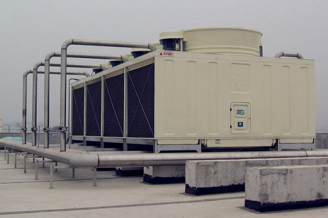 无填料喷雾式冷却塔